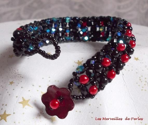Bracelet en perles Velours Noir et Rouge avec des facettes et des perles nacrées en verre
