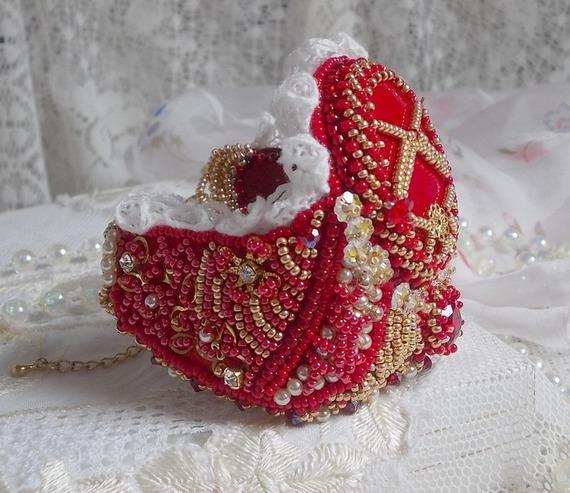 Bracelet manchette Nous Deux  avec des cristaux de Swarovski brodé façon Haute-Couture