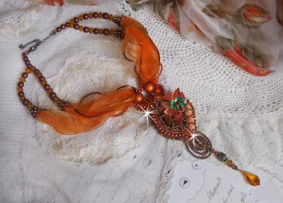 Collier Chic Ethnique, brodée tout en perles, cristal de Swarovski façon Souffle D'Automne