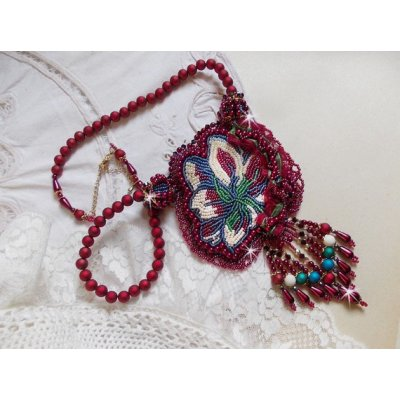 Collier Enchantement d'Automne, tissé de rocailles où se mêlent perles nacrées  et toupies.