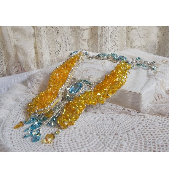 Collier Versailles Haute-Couture brodé avec des cristaux de Swarovski