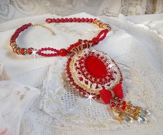 Collier Nous Deux Haute-Couture baroque brodé en perles semi-précieuses et cristal de Swarovski