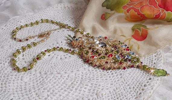Collier L'Oiseau des Iles, Cristal de Swarovski, perles nacrées et rocailles Miyuki.
