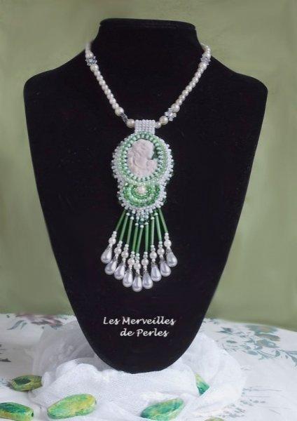 Collier Séduction Charme, un brin de folie dans un tourbillon de perles.
