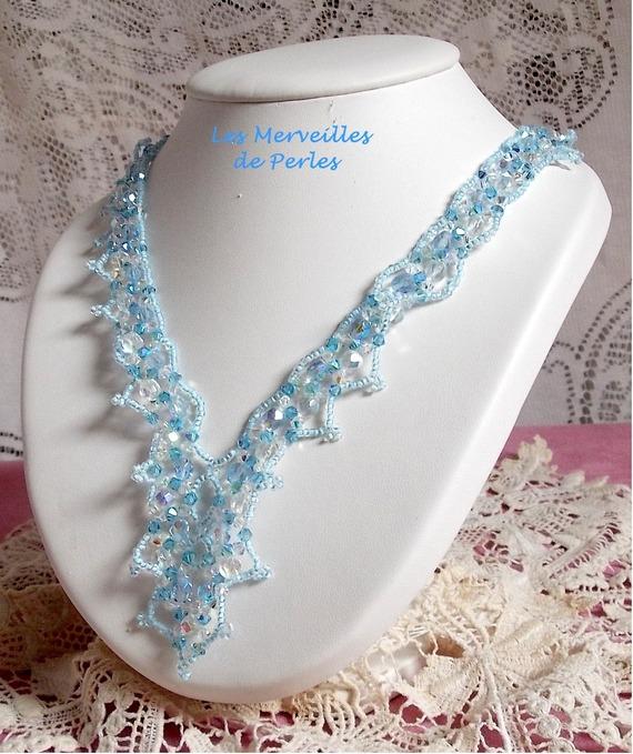 Collier cristal  Lagon évasion de bleu avec des facettes et des cristaux