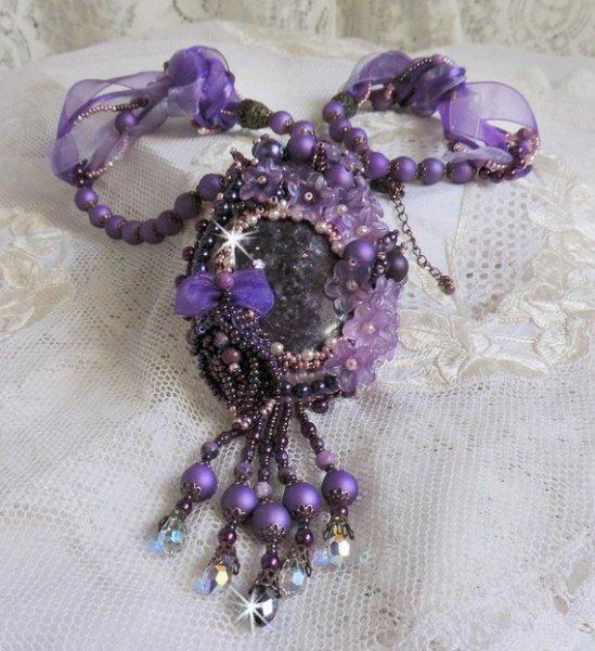 Collier pendentif Chinese Purple Stone brodé avec des pierres fines les Sugilites