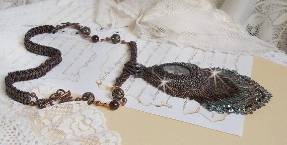 Collier pendentif Long Brown Picasso brodé avec un Jaspe Picasso