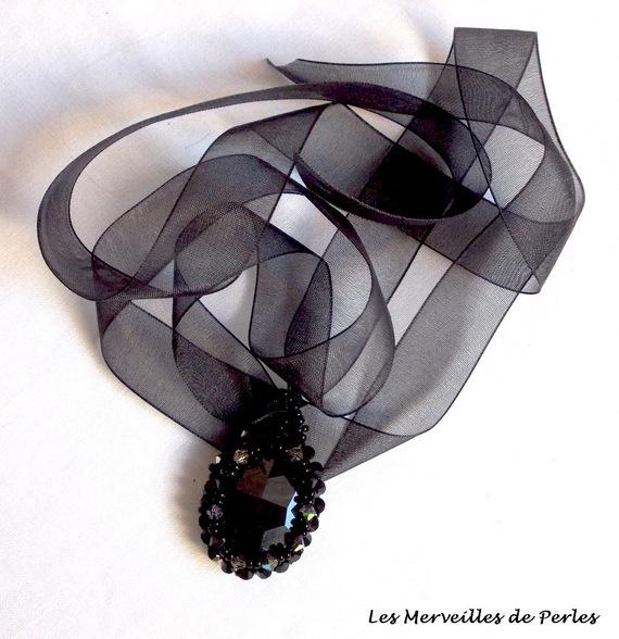 Collier pendentif Mirano brodé de cristaux façon Effet magique