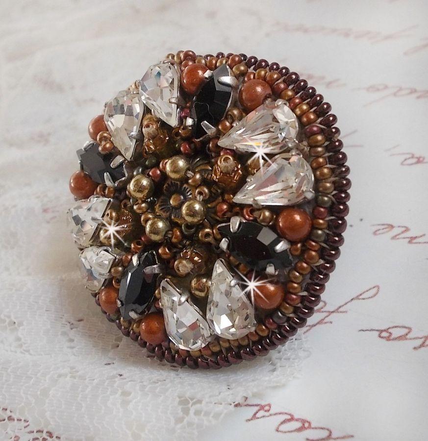 Bague Amber Romance brodée avec des Cristaux de Swarovski Crystal et Noir, des perles magiques et des rocailles