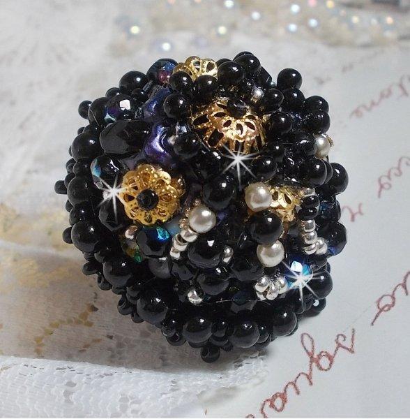 Bague Boule Frou-Frou avec des perles nacrées, facettes et des cristaux de Swarovski