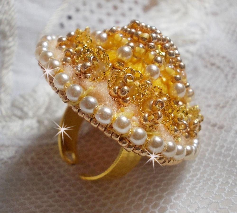 Bague Bouton d'Or avec un Crystal de Swarovski