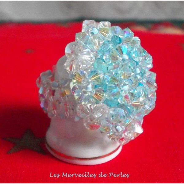 Bague Crystal Blue avec des facettes et des toupies en cristal de Swarovski