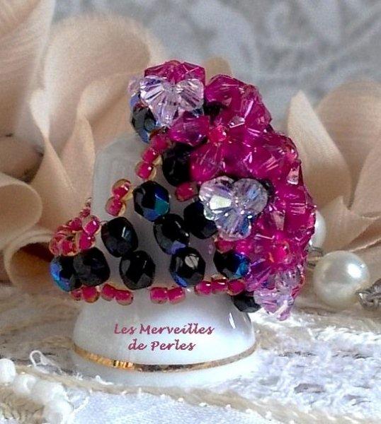 Bague Hibiscus avec des facettes et des toupies en cristal de Swarovski