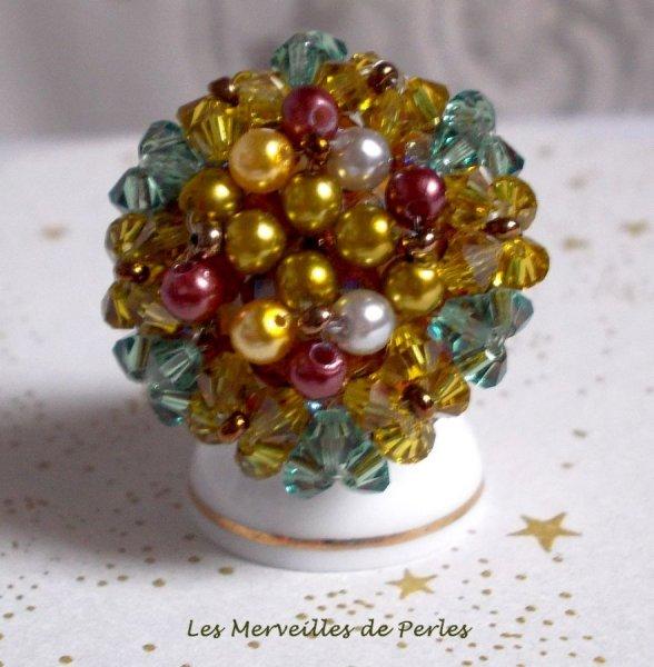 Bague Boutons nacrées avec des facettes, des perles nacrées et des toupies en cristal de Swarovski