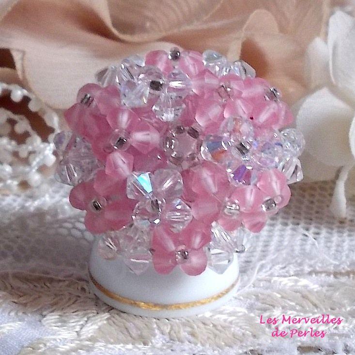 Bague Rose Pétillante avec des facettes et des toupies en cristal de Swarovski