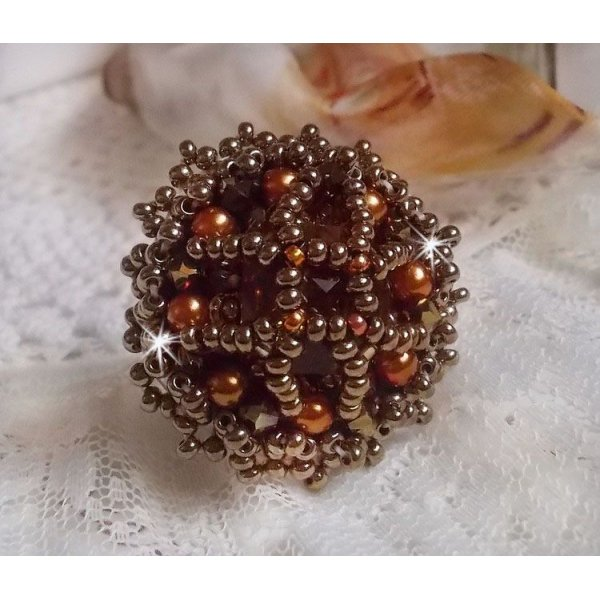 Bague Harmony Ambre brodée avec des cristaux de Swarovski et de très belles perles
