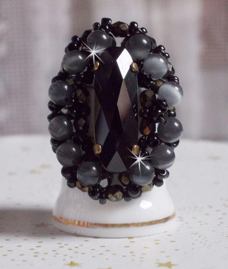 Bague Noire Liberty avec un cabochon en cristal de Swarovski