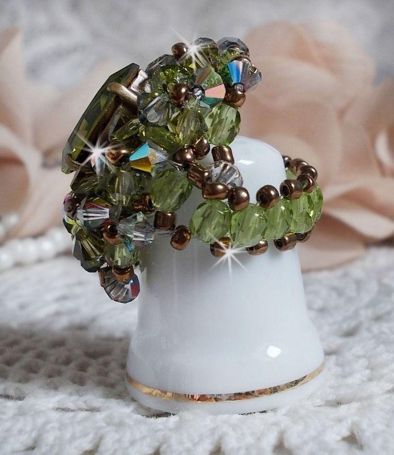 Bague Olivine avec des Cristaux de Swarovski et des perles de bohême
