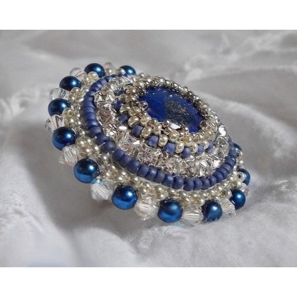 Bague Nil Bleu tendance voyage brodée avec un lapis lazuli