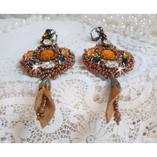 BO Amber Romance crées avec un cuir vachette de couleur caramel, des cristaux de Swarovski