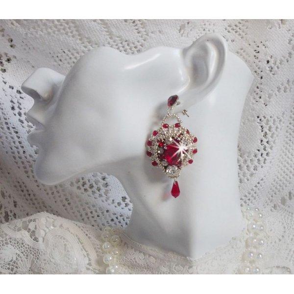 BO Drigon Red brodées avec des cabochons de couleur Siam en cristal de Swarovski, des chatons, des rocailles argentées et des clous d'oreille avec des papillons en argent 925/1000