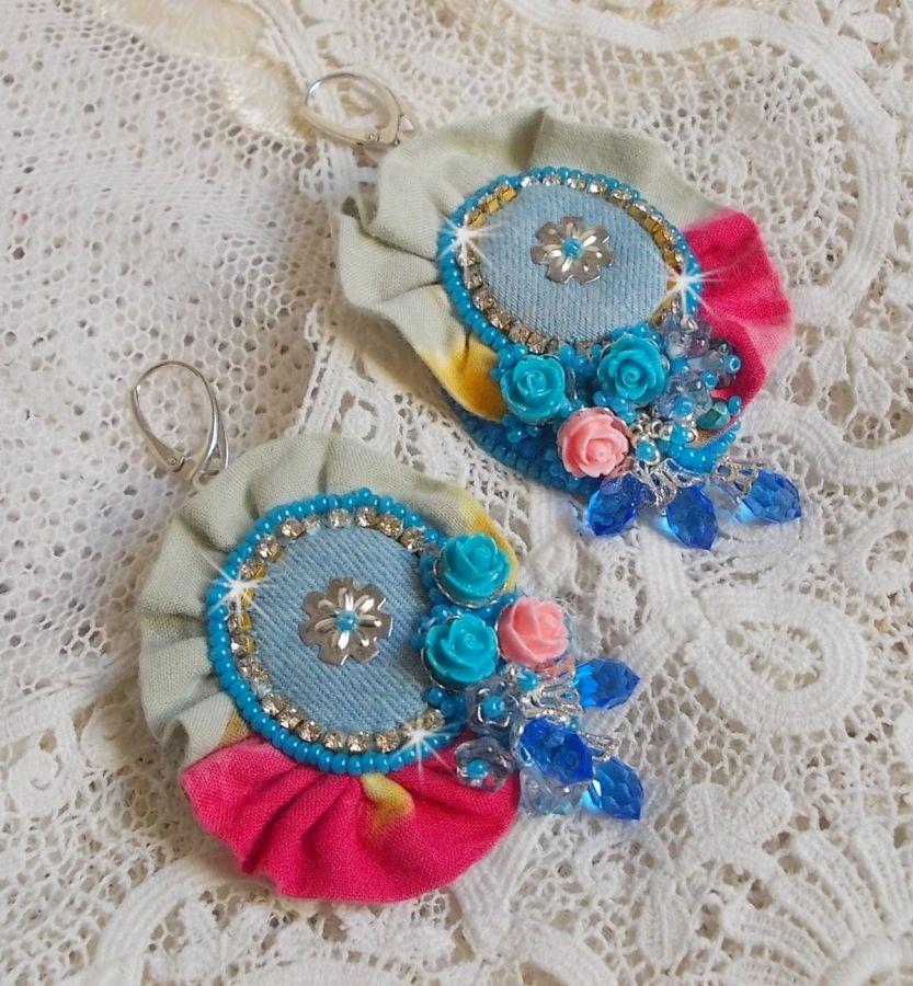 BO Far West avec du tissu en jean avec des roses en résine et autres perles