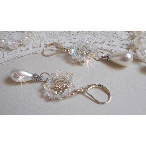 BO Gouttelettes Givrées  avec des toupies en cristal de Swarovski et des perles blanches de Majorque
