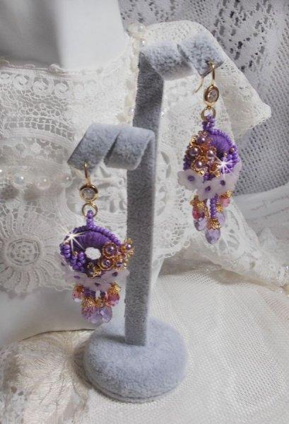 BO Laureline brodées avec des cristaux de Swarovski et du coton DMC mauve