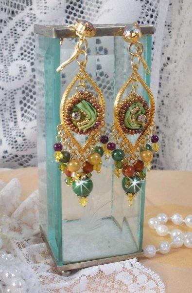 BO Lune Vénitienne brodées avec un ruban de soie de couleur Caméléon, des cristaux de Swarovski et des perles magiques