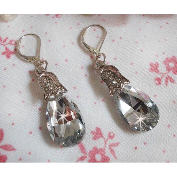 BO Merveilles Crystal avec des gouttes facettées et des bélières gaufrées de petit strass