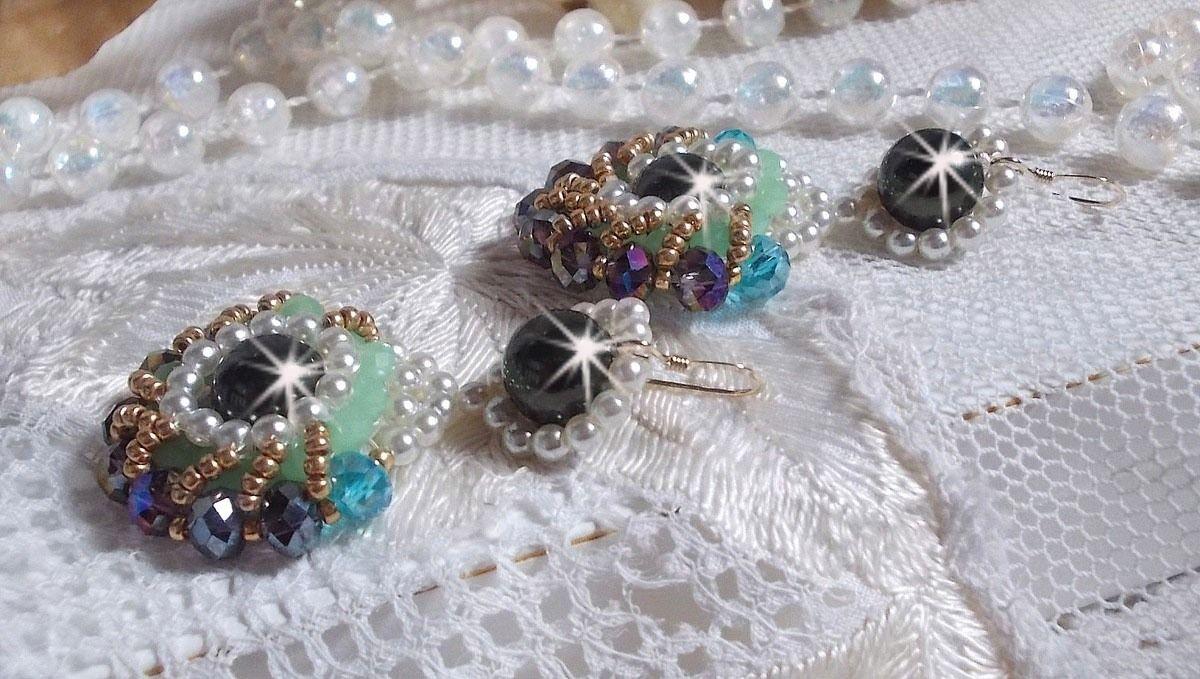 BO Ode Green and Purple montées avec des perles rondes nacrées, des facettes aplaties et des rocailles dorées