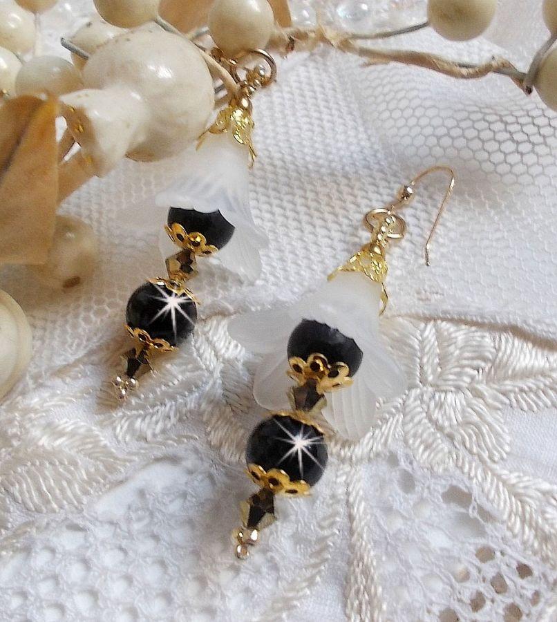 BO Passion avec des fleurs blanches Lucite Blanches et des cristaux de Swarovski