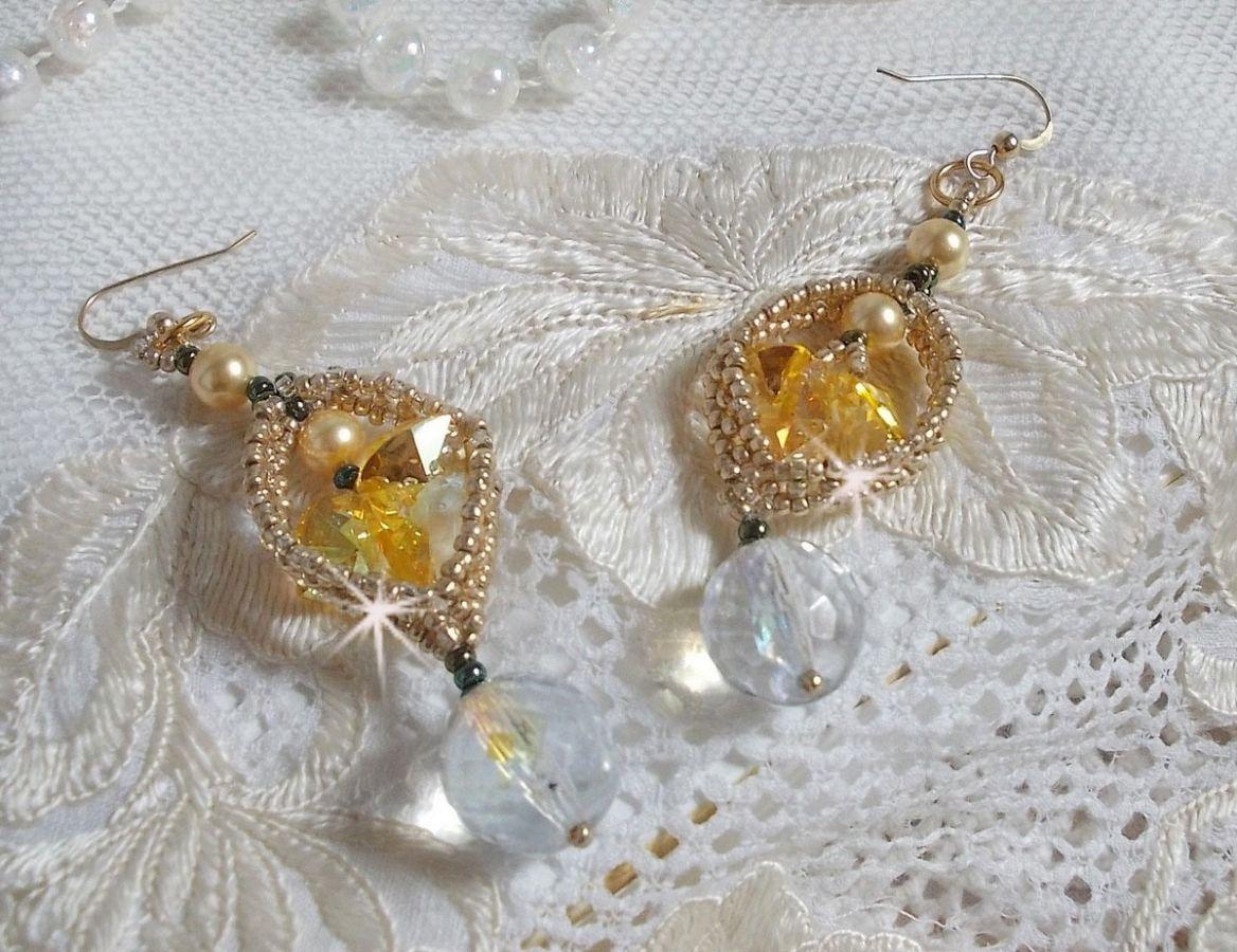 BO Bo'Soleil montées avec des coeurs en cristal de Swarovski, des perles nacrées Gold et des crochets d'oreilles en Gold Filled 14 carats