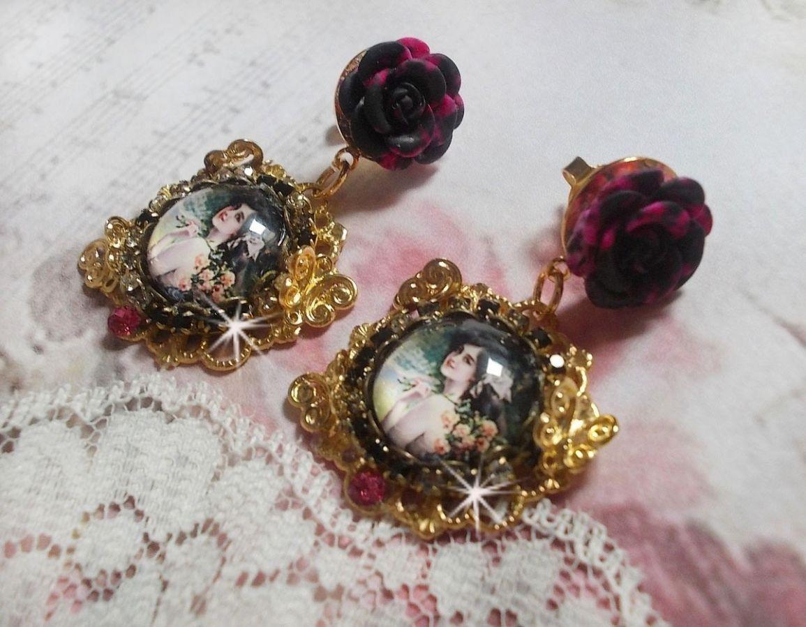 BO Week-end of Roses crées avec des cabochons représentant une femme avec des roses, des perles en résine et des cristaux de Swarovski