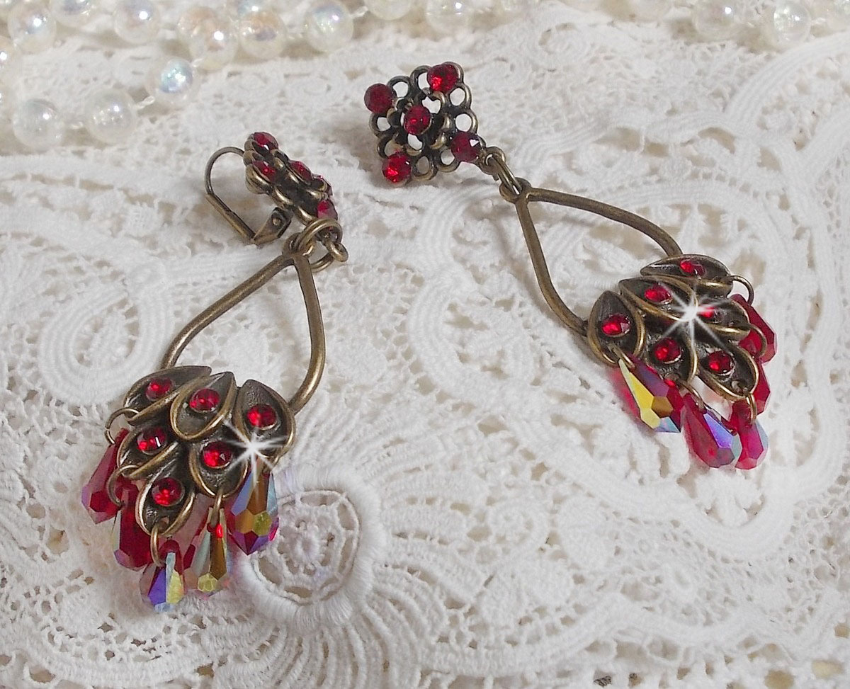 Boucles d'oreilles Collection Irrésistible Rubis montées sur des chandeliers avec des cristaux de Swarovski