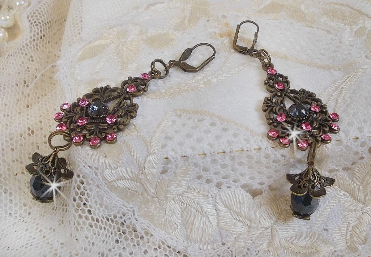 Boucles d'oreilles Collection Irrésistible Love avec des cristaux de Swarovski montés sur des chandeliers filigranés de couleur bronze