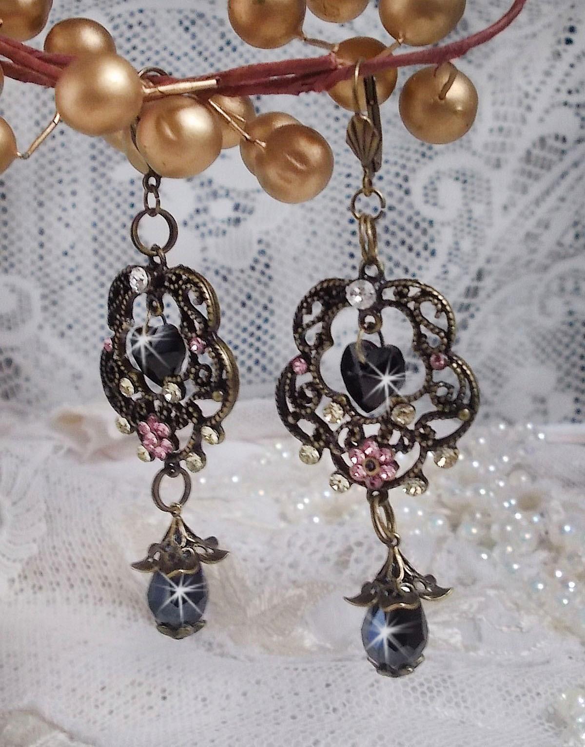 BO Collection Irrésistible Passion montées avec des cristaux de Swarovski sur des chandeliers fleurs filigranées de couleur bronze