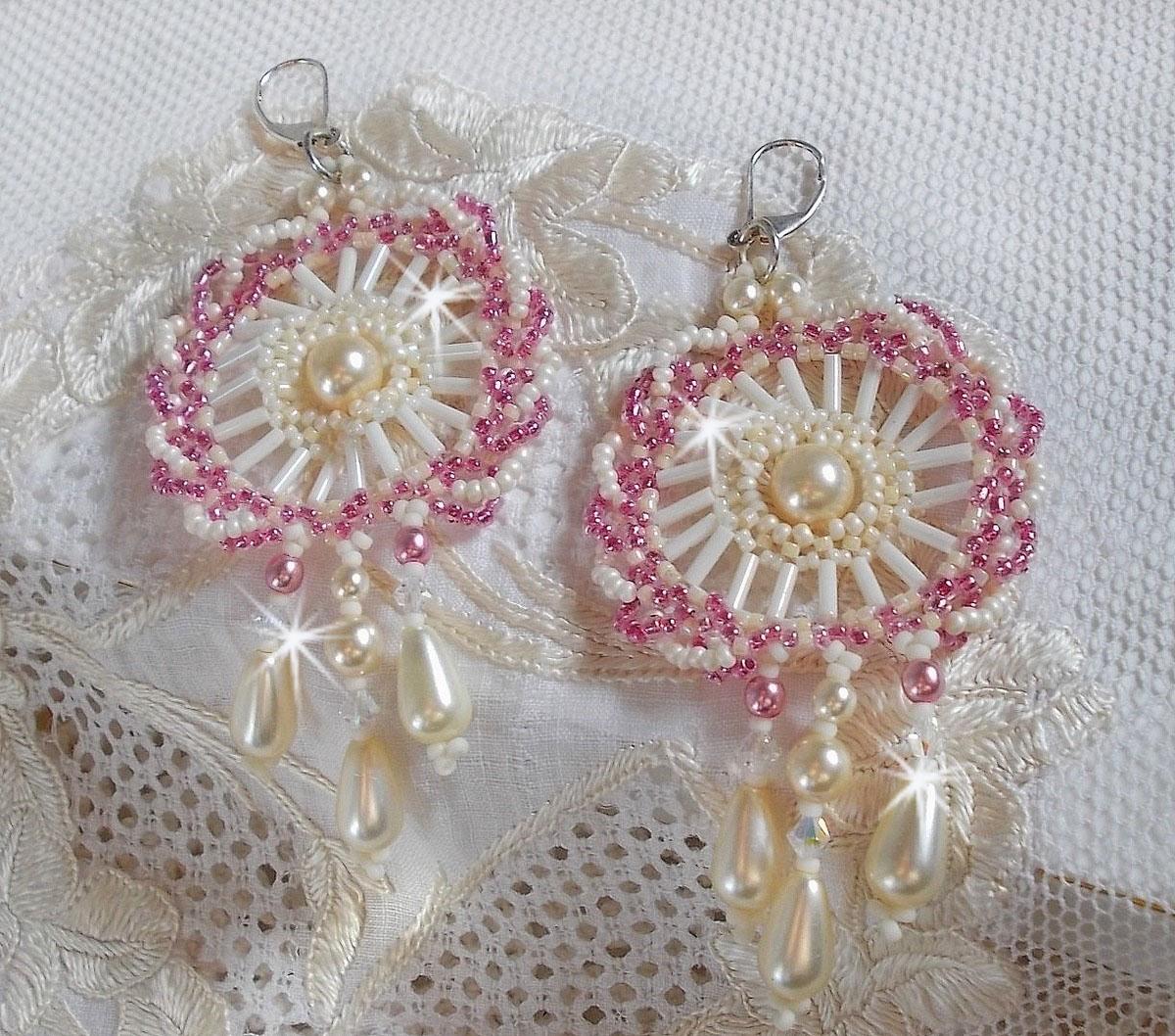 BO Détente montées avec des perles rondes et gouttes nacrées Ivoire, des rocailles rose Antique et des dormeuses en Argent 925