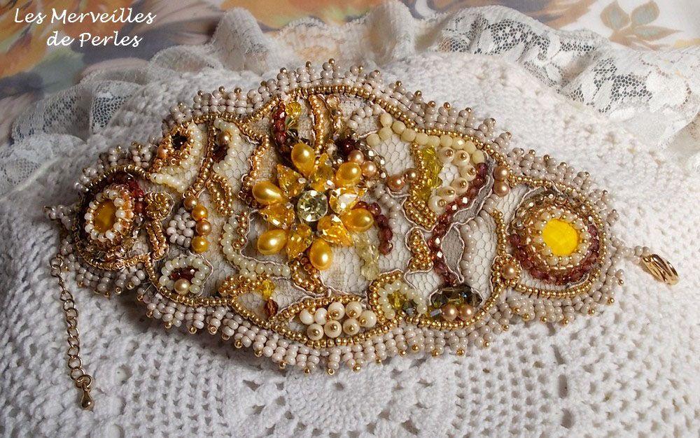 Bracelet manchette Colorado joliment brillant avec les perles jaunes.