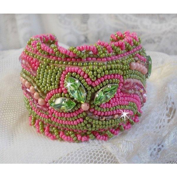 Bracelet manchette Miss Lady avec des cristaux de Swarovski et des rocailles vert et rose