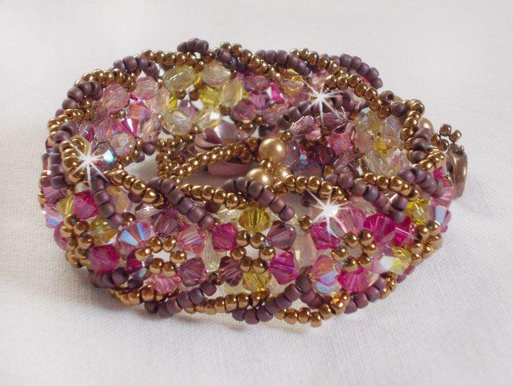 Bracelet Crystal Mjestic avec des toupies en crystal de Swarovski, rocailles et perles de bohême;
