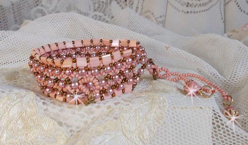 Bracelet façonné avec des perles Tila Rose Royale.