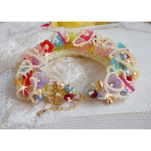 Bracelet Garden Flowers avec des perles de Swarovski, des fleurs Frosted, un fermoir en plaqué or 3 microns