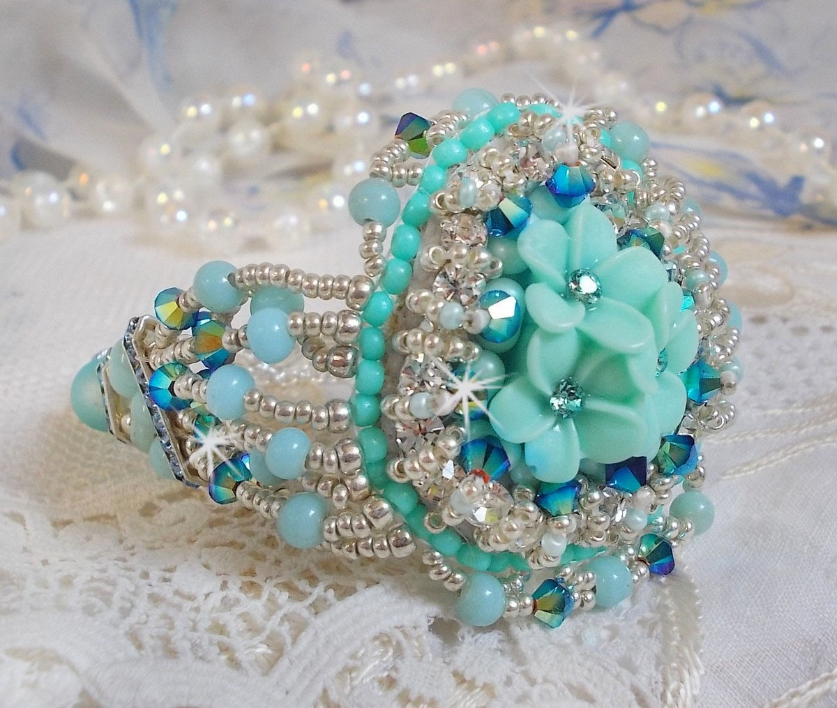 Bracelet Haute-Couture Blue Flowers avec des perles de Swarovski
