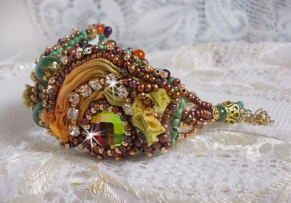 Bracelet Lune Vétienne avec de belles perles et de la soie