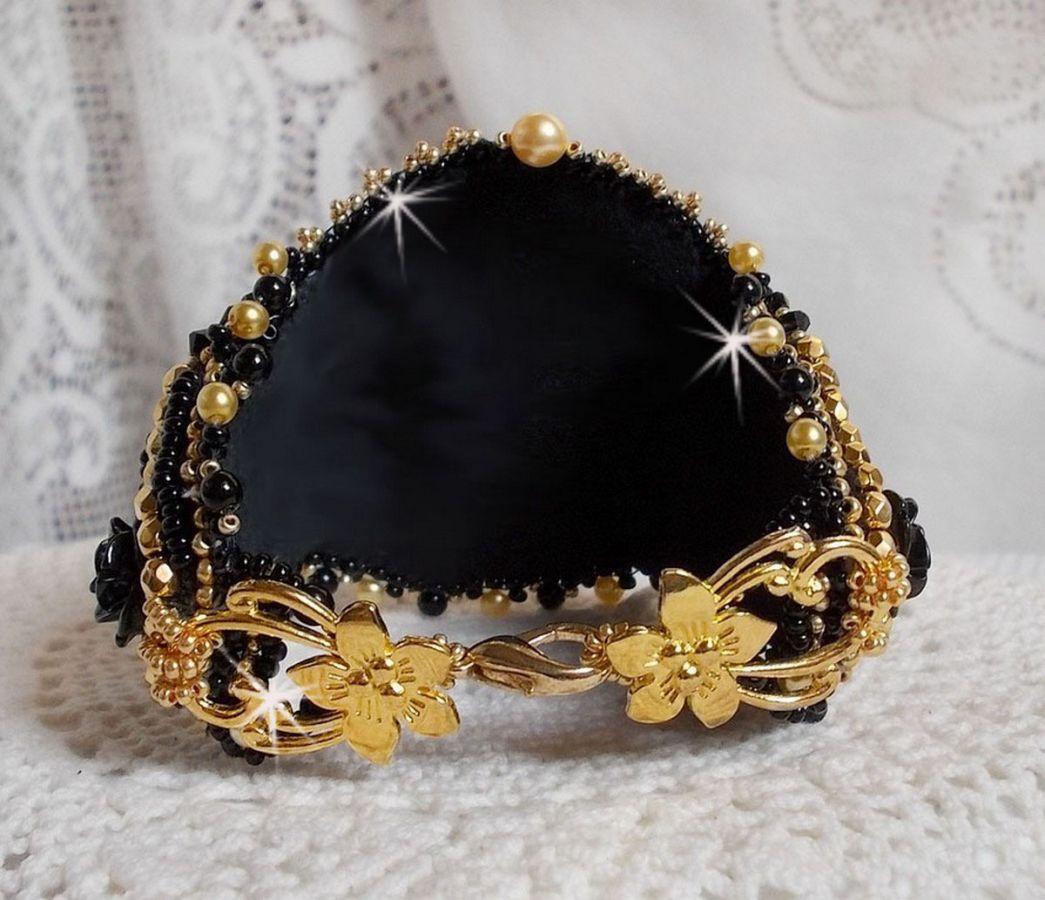 Bracelet manchette Cléopâtra  brodé avec un onyx noir
