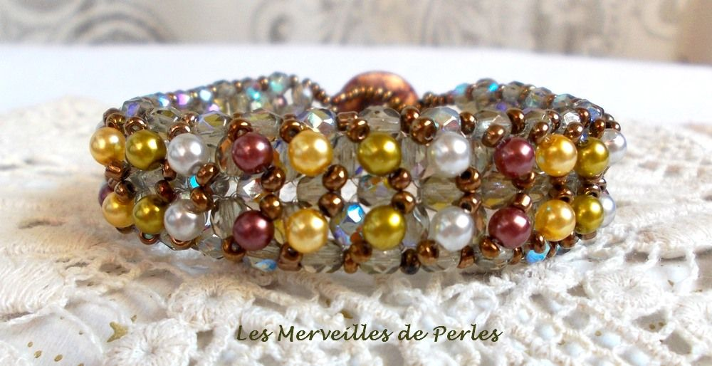 Bracelet Boutons nacrées avec des perles nacrées en verre et des facettes