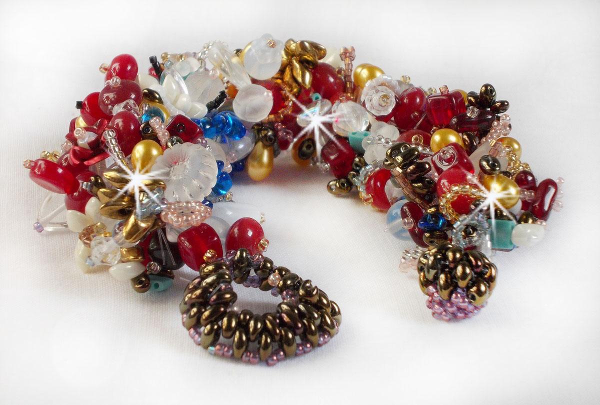 Bracelet Printemps coloré avec des perles nacrées, des cristaux de Swarovski et diverses perles