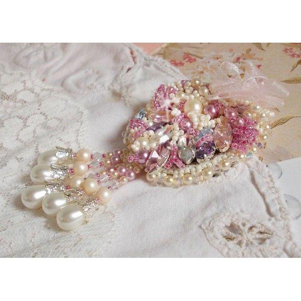 Broche Fleur d'Eté Haute-Couture brodée avec des cristaux de Swarovski