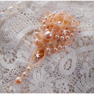 Broche Idylle Beauty tout en finesse avec des perles de Swarovski